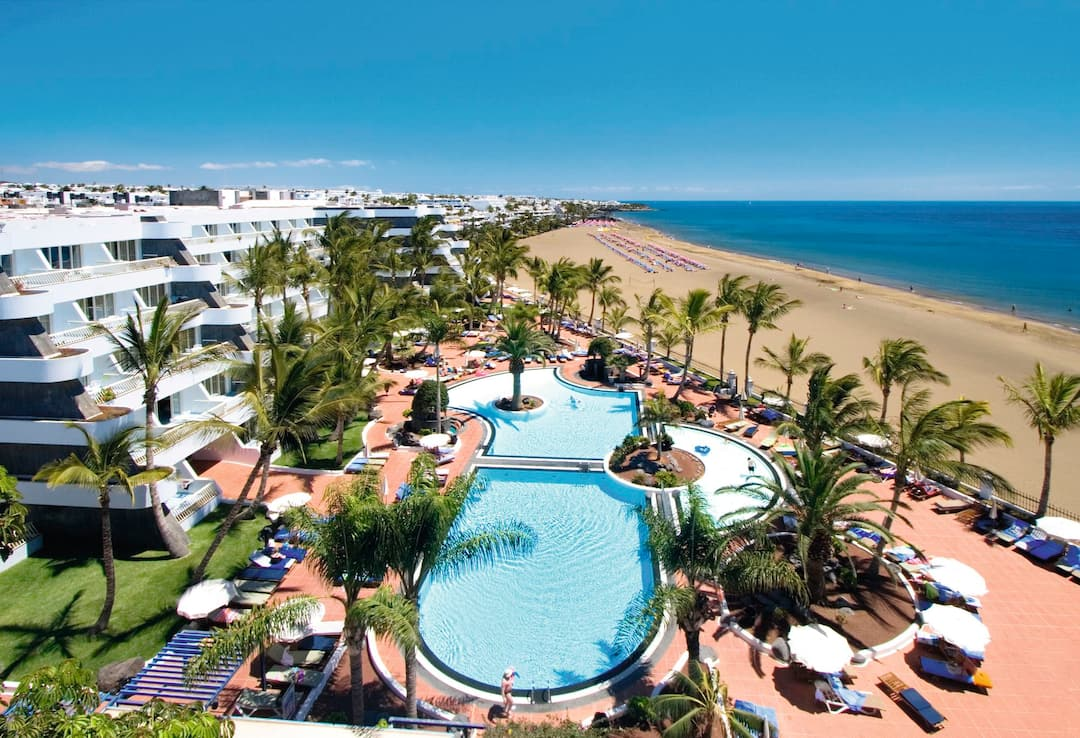 Holiday to Suite Hotel Fariones Playa in PUERTO DEL CARMEN (SPAIN) for 3 nights (BB) departing from luton on 07 May