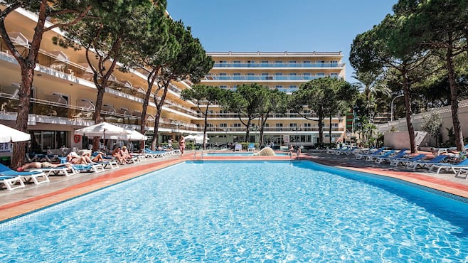 Best oasis park in salou thomson now tui for Piscinas tui