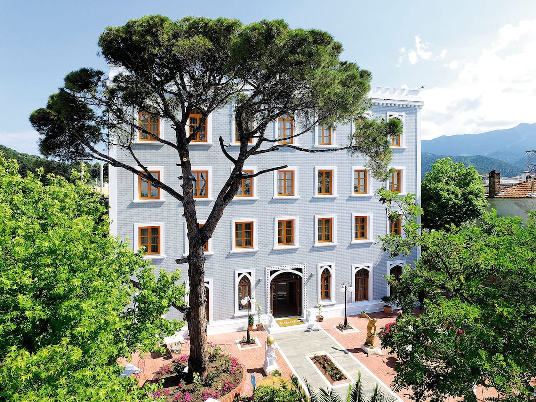 Holiday to A For Art in THASSOS TOWN (GREECE) for 3 nights (BB) departing from gatwick on 31 May