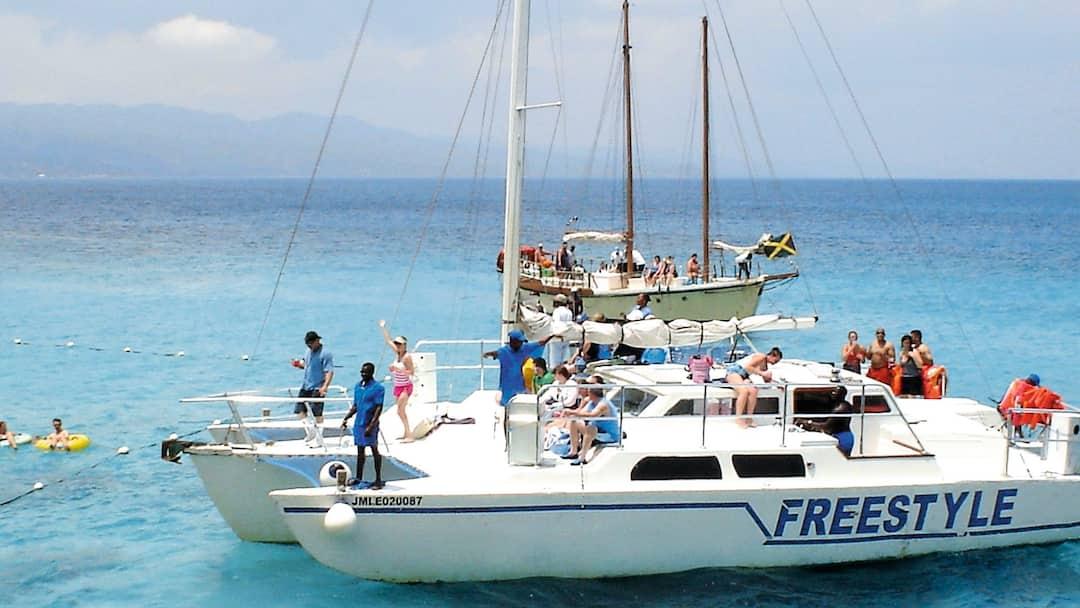 Catamaran Snorkel Amp Doctor S Cave Beach Excursion