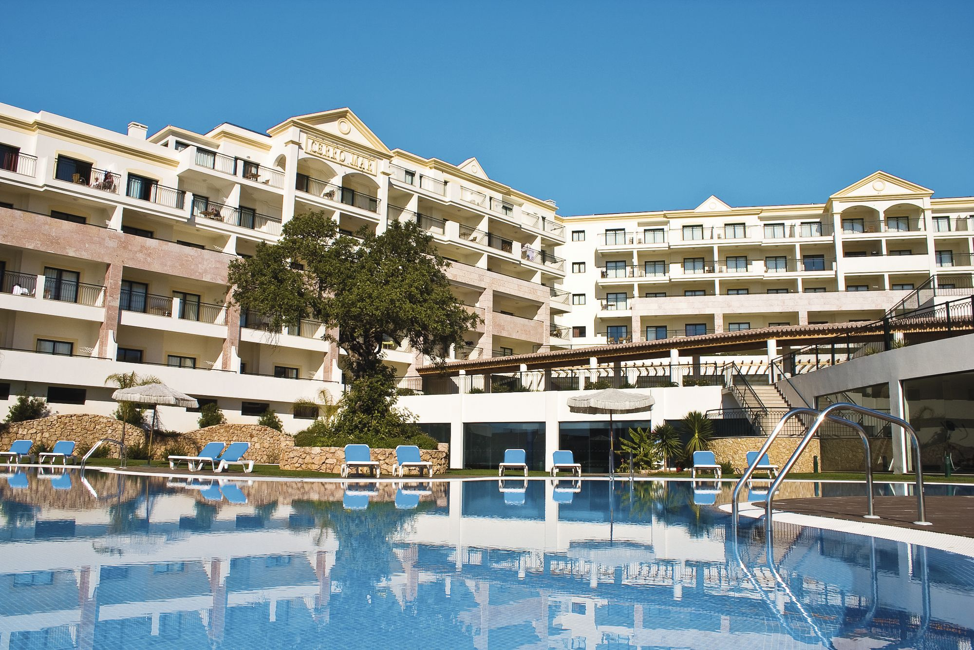 Holiday to Cerro Mar Garden Aparthotel in ALBUFEIRA (PORTUGAL) for 3 nights (SC) departing from manchester on 06 May