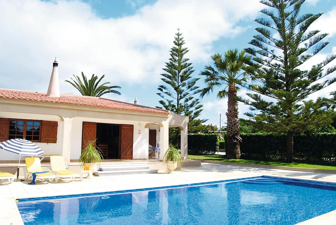 Holiday to Horta Da Avozinha Villa in PRAIA DA LUZ (PORTUGAL) for 7 nights (SC) departing from east midlands on 06 Oct