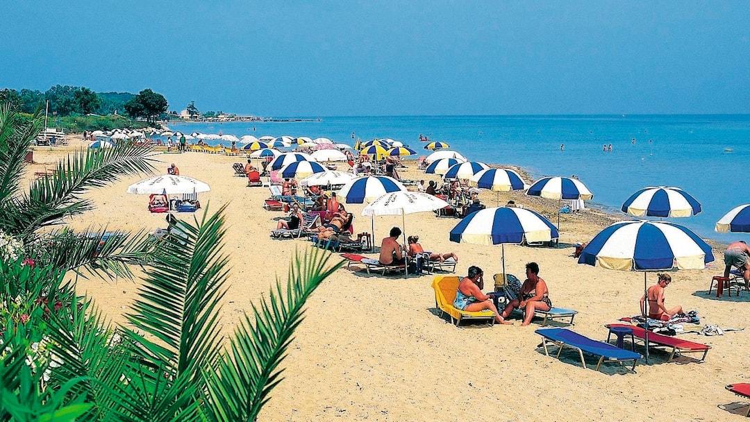 9ee30894d Play Video. Families favour Roda Beach.