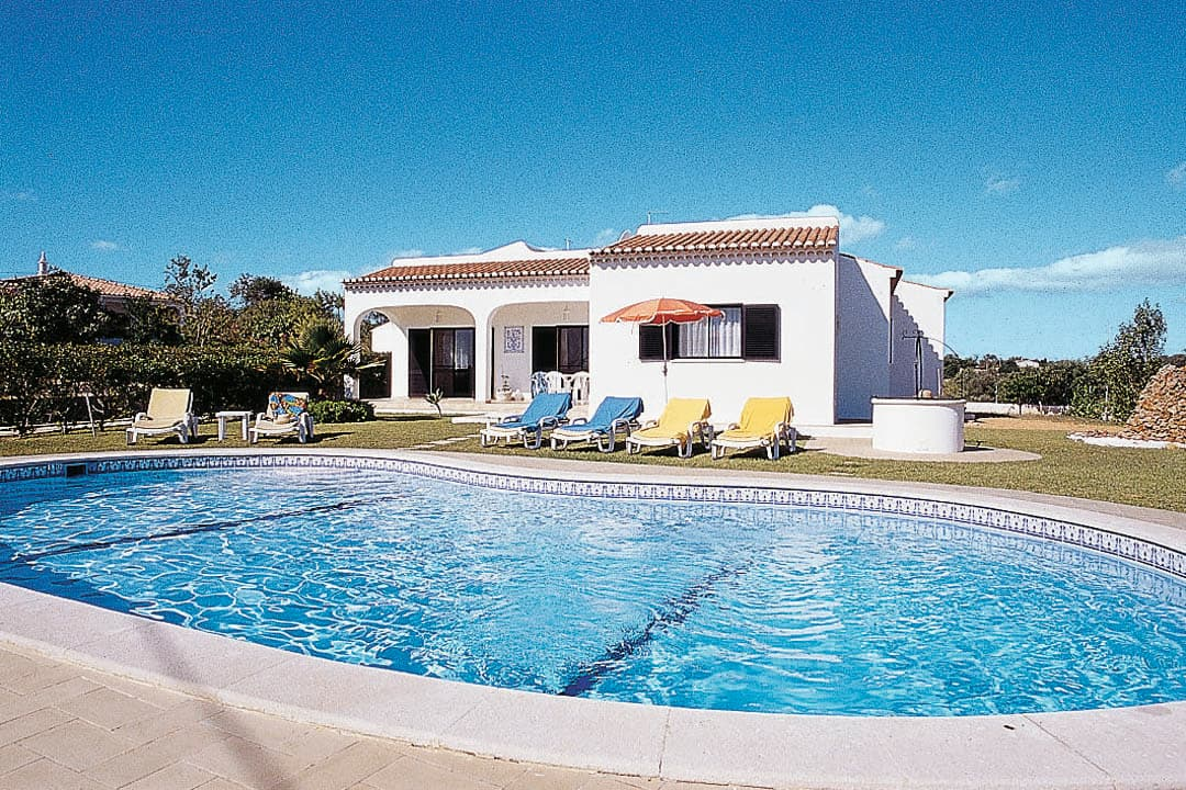 Holiday to Cabrita Villa in ALCANTARILHA (PORTUGAL) for 7 nights (SC) departing from stansted on 06 Oct