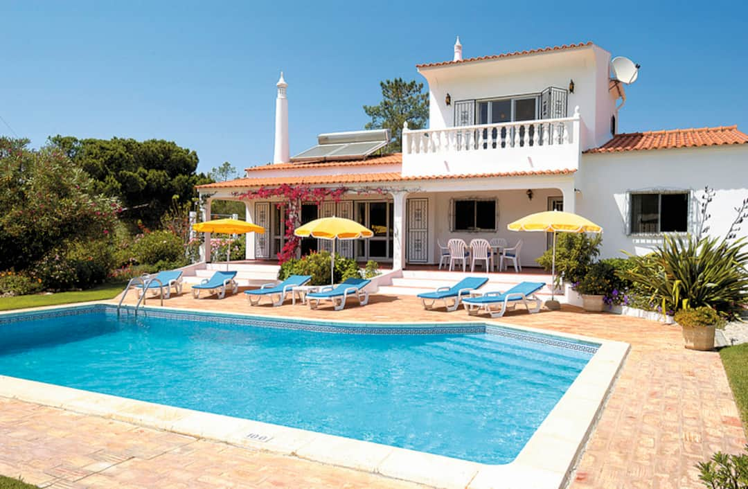 Holiday to Lily Villa in VALE DE GARRAO (PORTUGAL) for 7 nights (SC) departing from manchester on 10 May