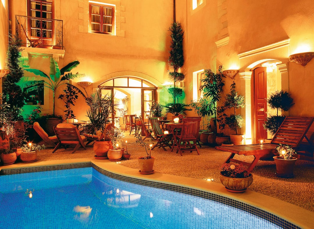 Holiday to Palazzino Di Corina in RETHYMNON (GREECE) for 3 nights (BB) departing from east midlands on 12 Sep