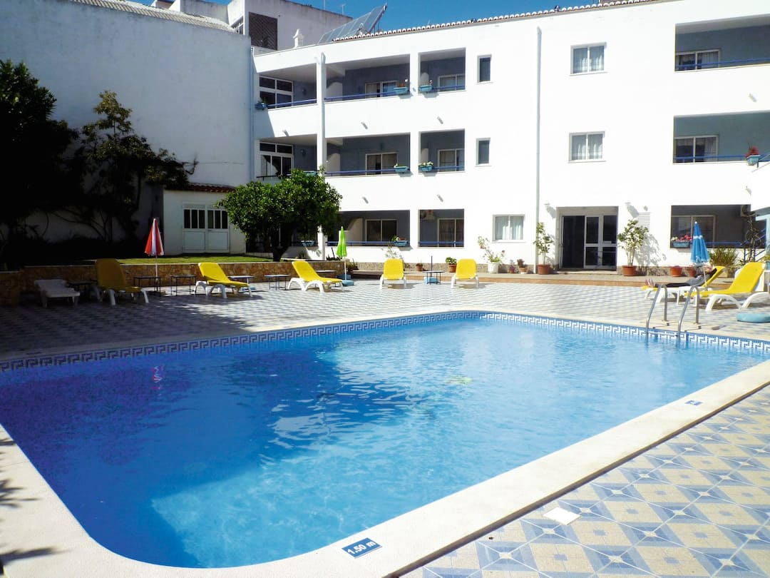 Holiday to Casa Mitchell Apartments in ALBUFEIRA (PORTUGAL) for 7 nights (SC) departing from east midlands on 07 May