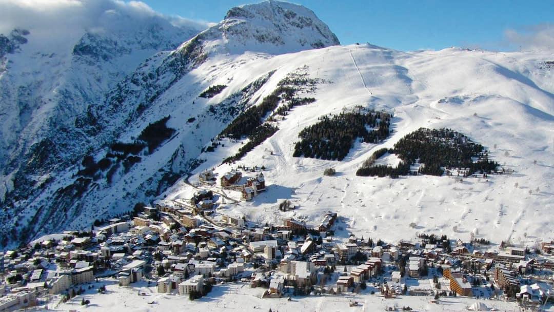 Skiing In Les Deux Alpes Les Deux Alpes France Crystal Ski