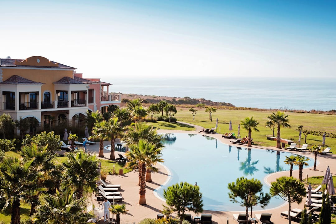 Holiday to Cascade Resort in LAGOS (PORTUGAL) for 3 nights (BB) departing from gatwick on 09 May