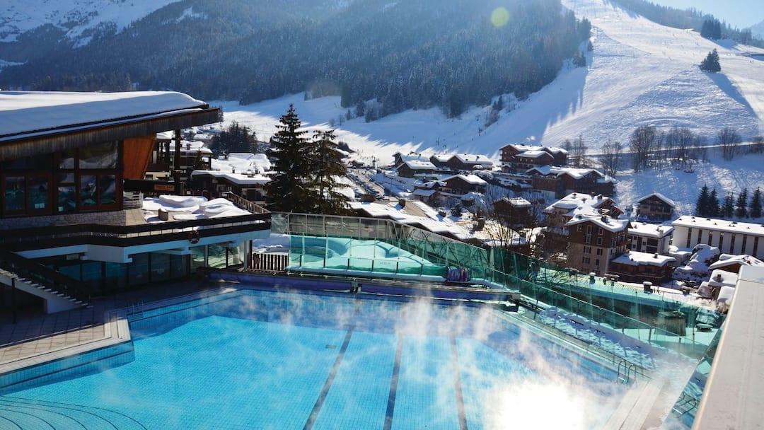 La clusaz ski holidays la clusaz france crystal ski - Horaire piscine chamonix ...