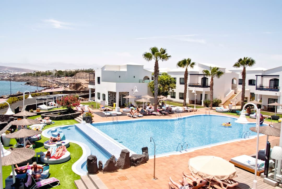 Holiday to Hd Pueblo Marinero in PLAYA BLANCA (SPAIN) for 3 nights (SC) departing from gatwick on 28 Jan