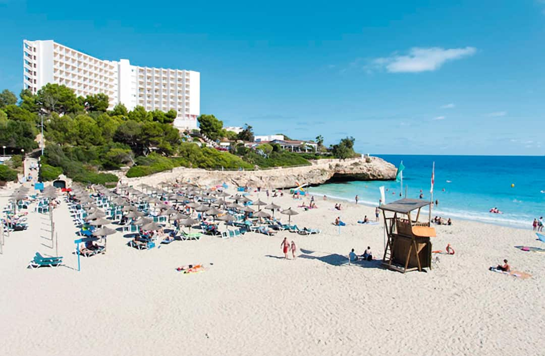 Holiday to America Hotel in CALAS DE MALLORCA (SPAIN) for 3 nights (AI) departing from birmingham on 02 Jun