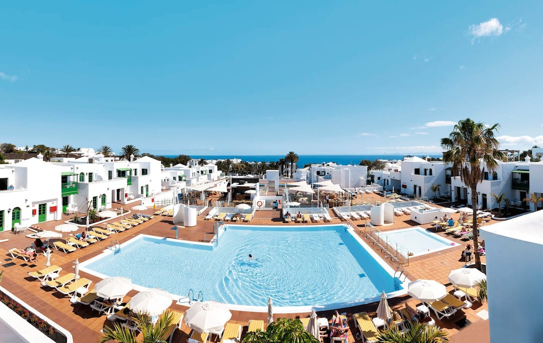 Holiday to Gloria Izaro Club Hotel in PUERTO DEL CARMEN (SPAIN) for 3 nights (BB) departing from gatwick on 16 Dec