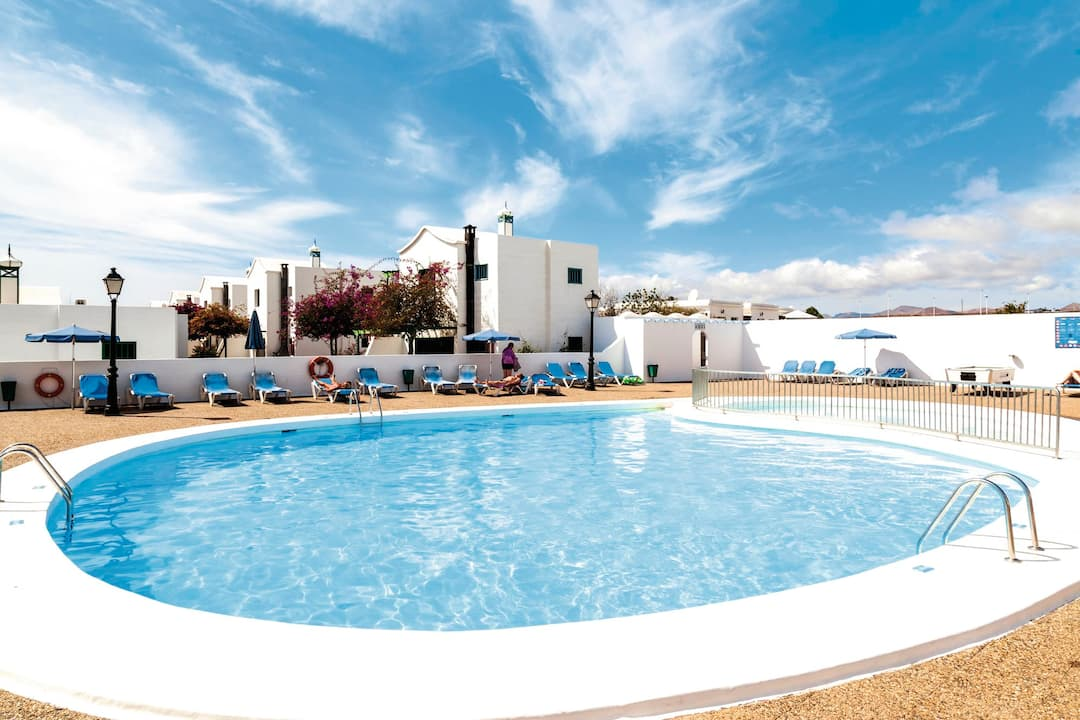 Holiday to Hyde Park Lane Suites in PUERTO DEL CARMEN (SPAIN) for 4 nights (BB) departing from bristol on 31 Mar