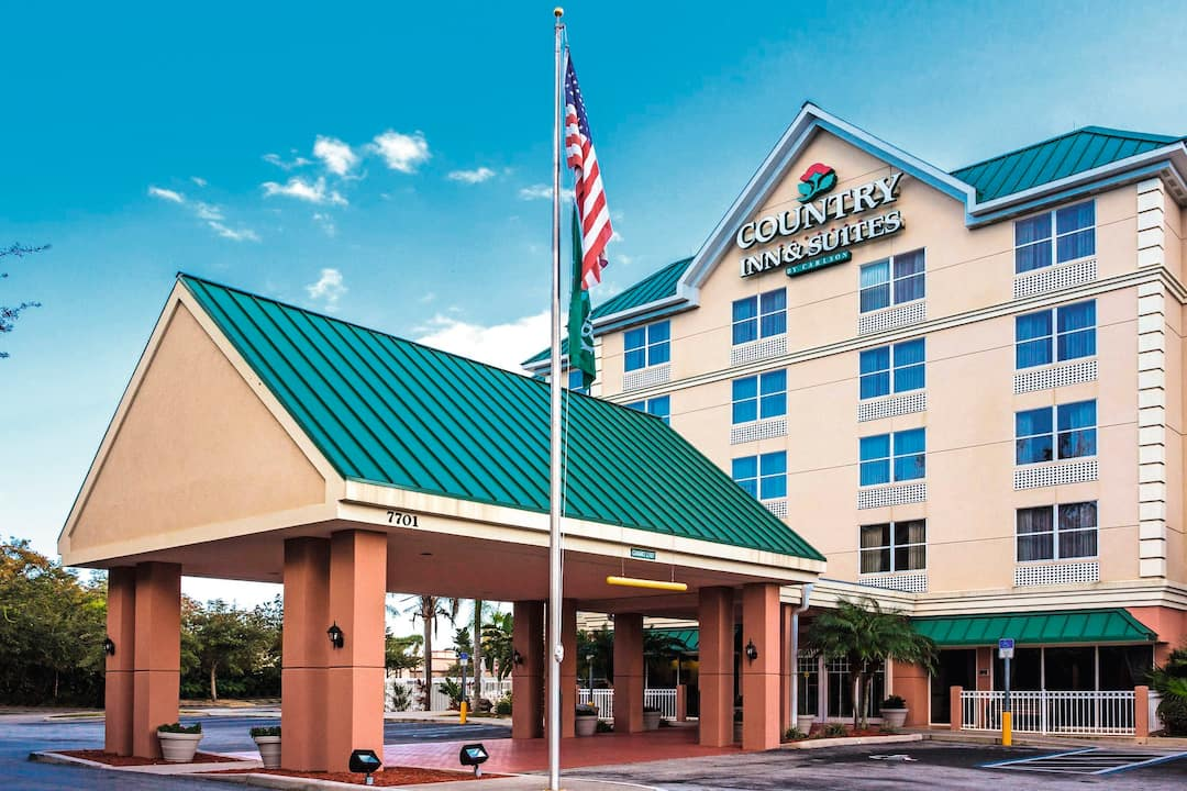 Holiday to Country Inn & Suites in INTERNATIONAL DRIVE (UNITED STATES OF AMERICA) for 7 nights (RO) departing from DSA on 04 May