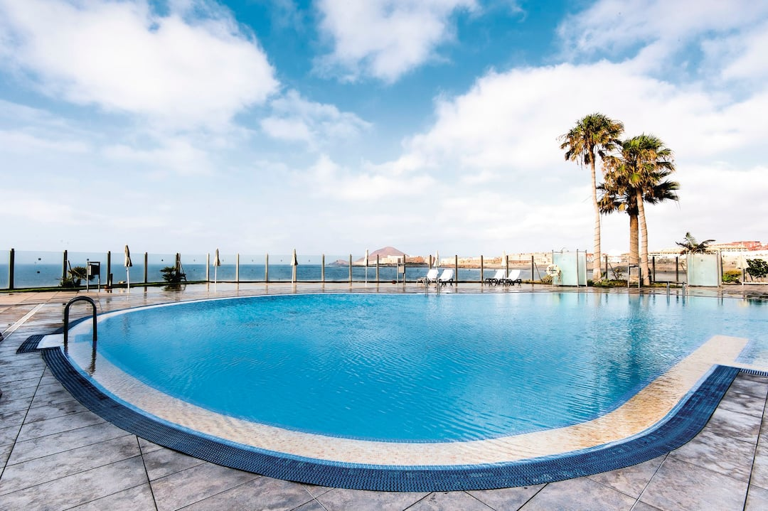 Holiday to Hotel Arenas Del Mar in EL MEDANO (SPAIN) for 3 nights (BB) departing from gatwick on 04 May