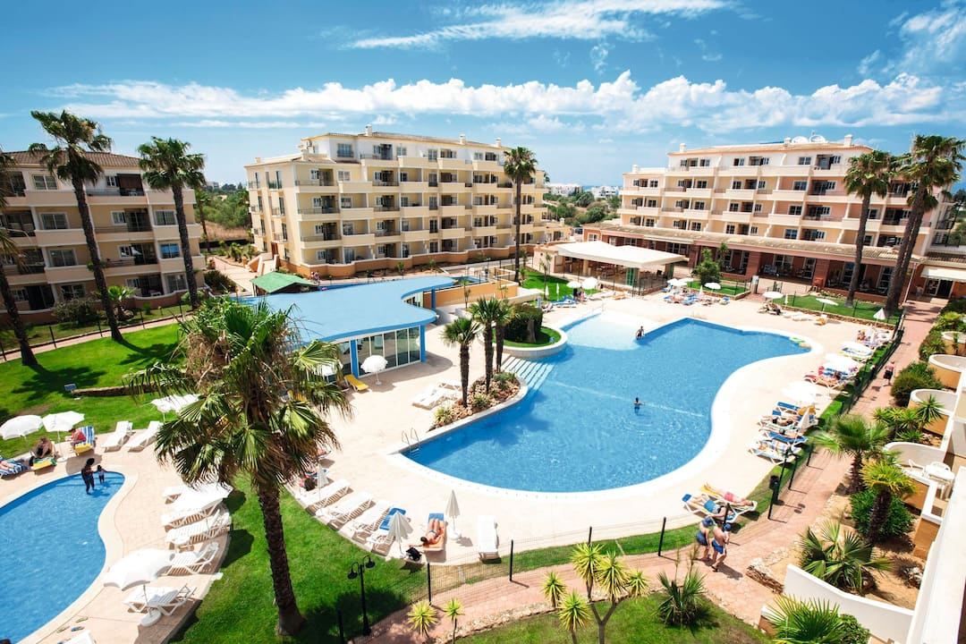 Holiday to Vitor's Plaza Apartments in PRAIA DO VAU (PORTUGAL) for 3 nights (SC) departing from stansted on 17 Oct