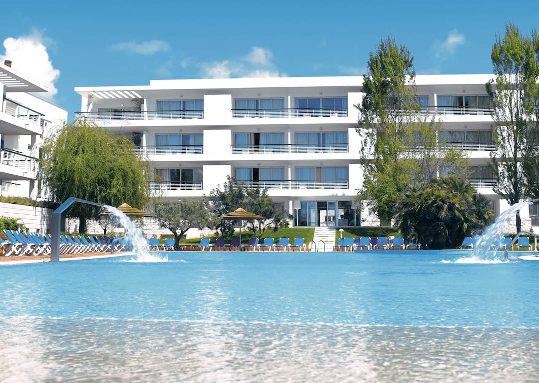 Holiday to Marina Club Lagos Resort Suite Hotel & Apartments in LAGOS (PORTUGAL) for 4 nights (SC) departing from gatwick on 05 May