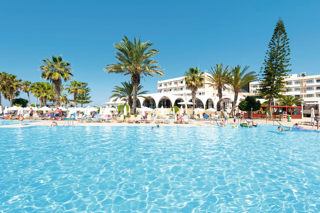 Holiday to Louis Phaethon Beach Club Hotel in PAPHOS (CYPRUS) for 3 nights (AI) departing from gatwick on 08 Dec