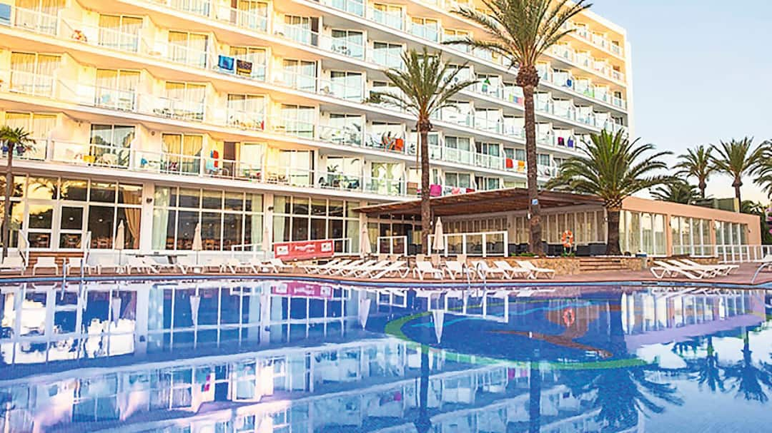 Holiday to Sirenis Tres Carabelas in PLAYA DEN BOSSA (SPAIN) for 3 nights (AI) departing from glasgow on 08 May