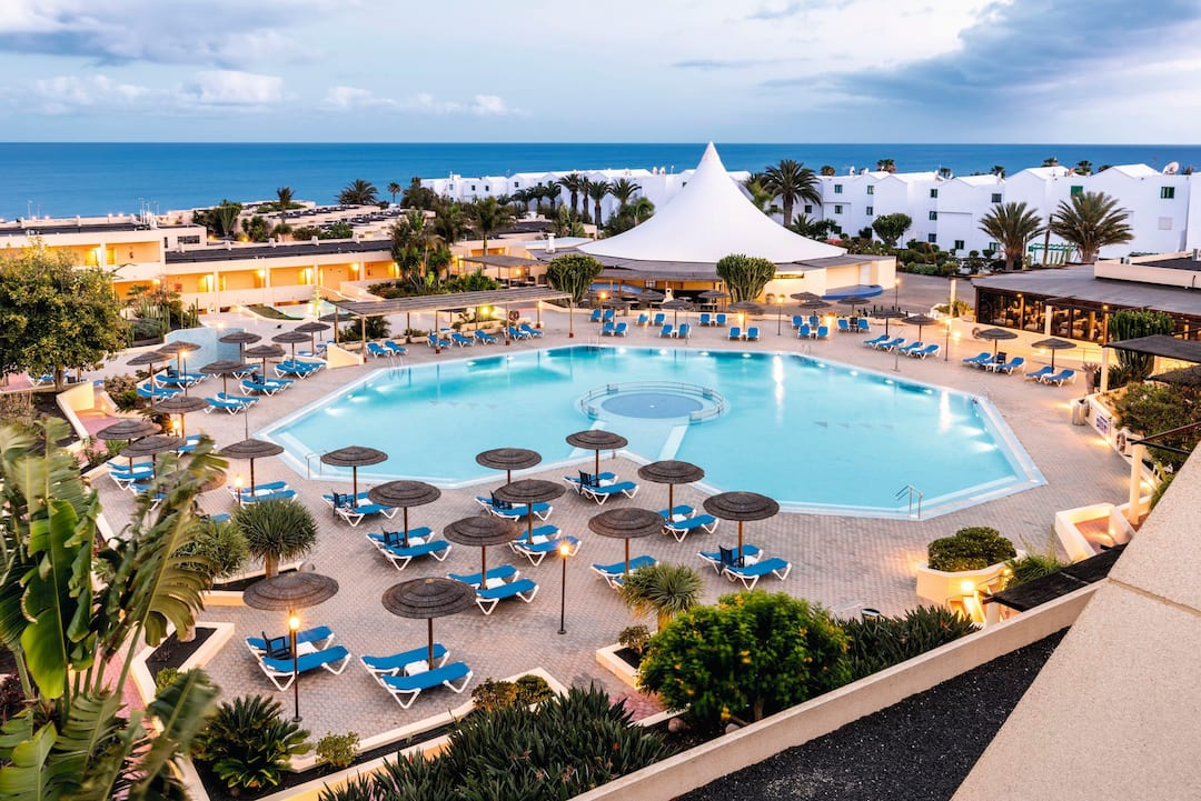 Holiday to Coronas Playa Hotel in COSTA TEGUISE (SPAIN) for 3 nights (HB) departing from luton on 09 May