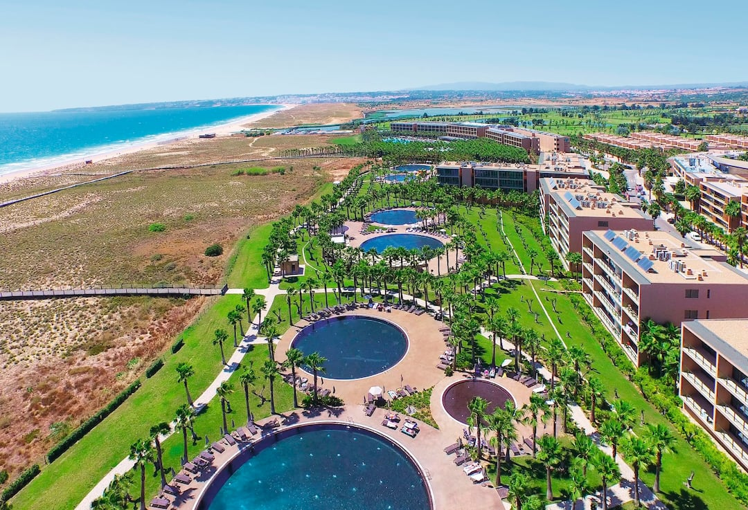 Holiday to Salgados Dunas Suites in SALGADOS (PORTUGAL) for 7 nights (BB) departing from east midlands on 06 Oct
