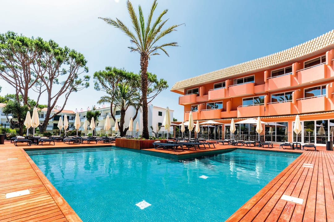 Holiday to Vilamoura Garden Hotel in VILAMOURA (PORTUGAL) for 7 nights (BB) departing from east midlands on 06 Oct