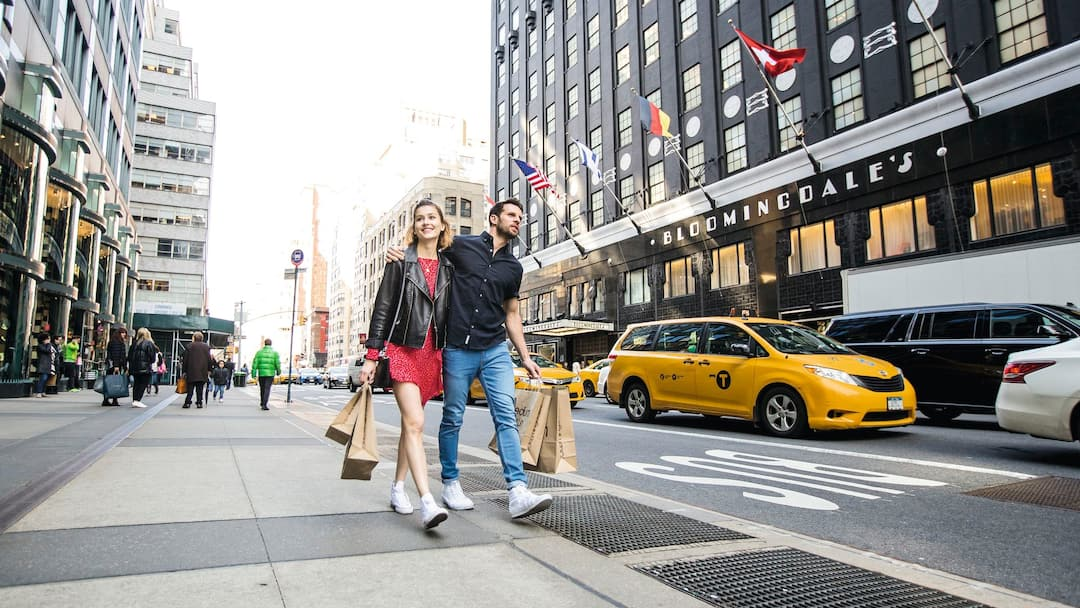 couple shopping in New york