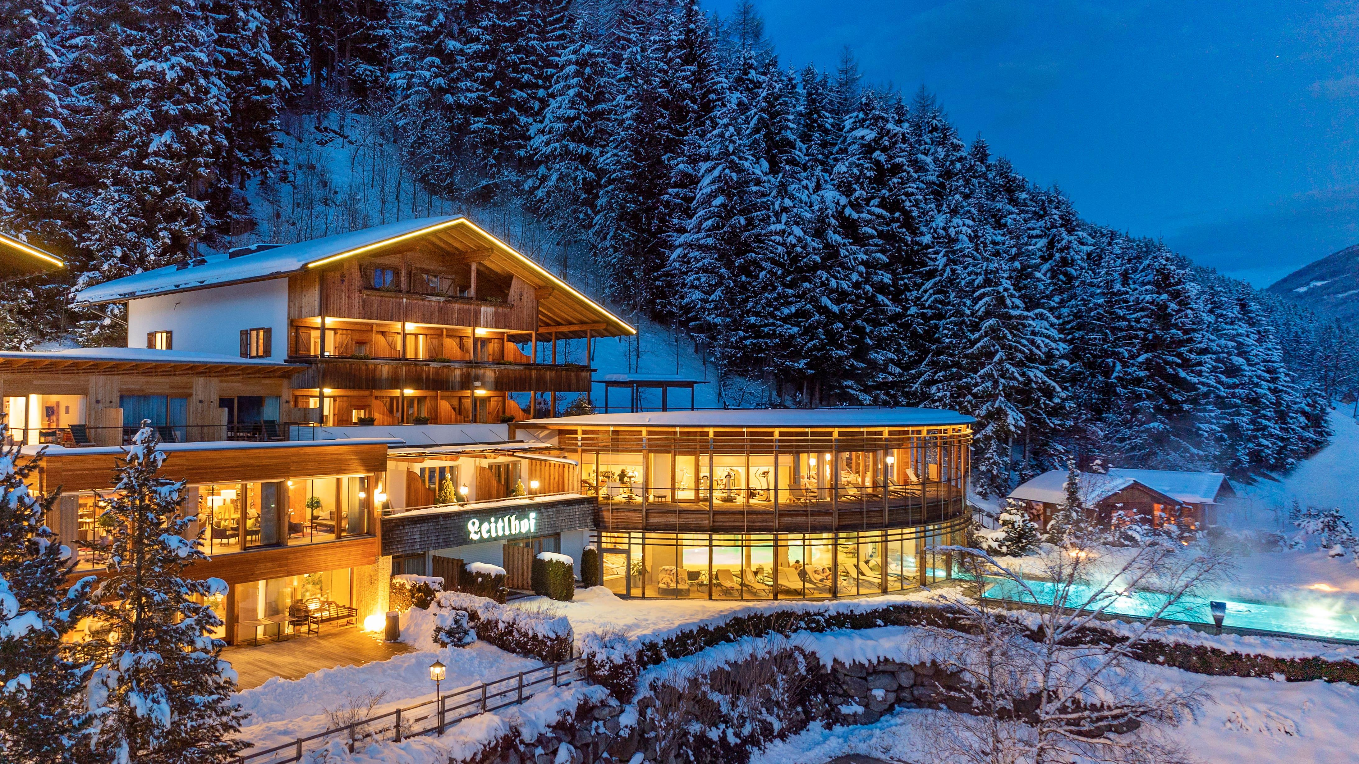 Leitlhof Dolomiten hotel at night